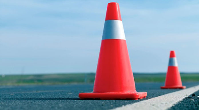 Tips-of-Roadside-Safety-Stay-in-the-Car-Right-Now-on-dependableblog